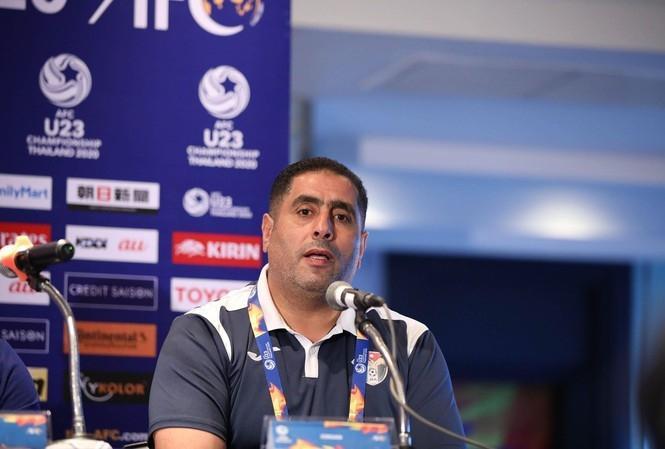 Theo bản tin thể thao hôm nay, HLV Ahmed Abu Ismail vui mừng khi vào tứ kết.