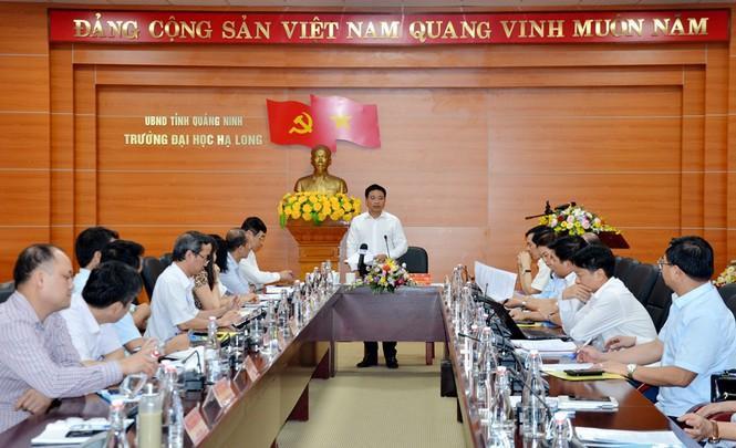 Ông Thắng phát biểu với cương vị Hiệu trưởng tại trường Đại học Hạ Long. Ảnh Tiền Phong