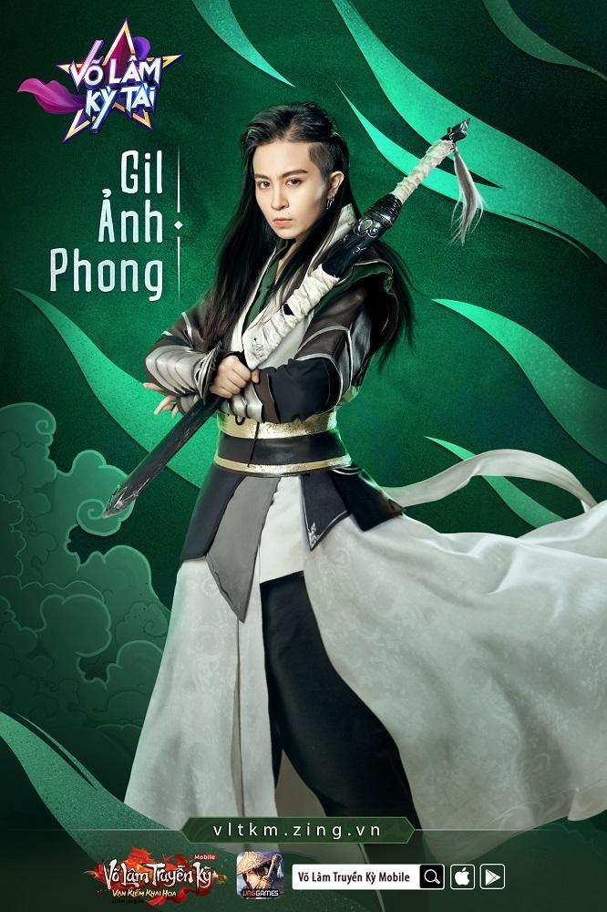 Giữ chặt thanh bảo kiếm trong tay, Gil Ảnh Phong đẹp xuất thần với vẻ tuấn tú, lãng tử của vị đại hiệp lẫn nét phong trần của người chốn giang hồ.