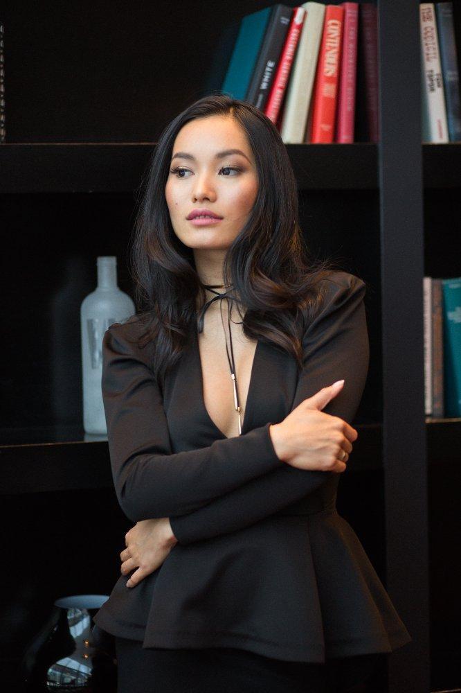Lý lịch Jacky Lai  Nữ diễn viên gốc Việt trong series phim zombie máu me V-Wars của Netflix ảnh 7