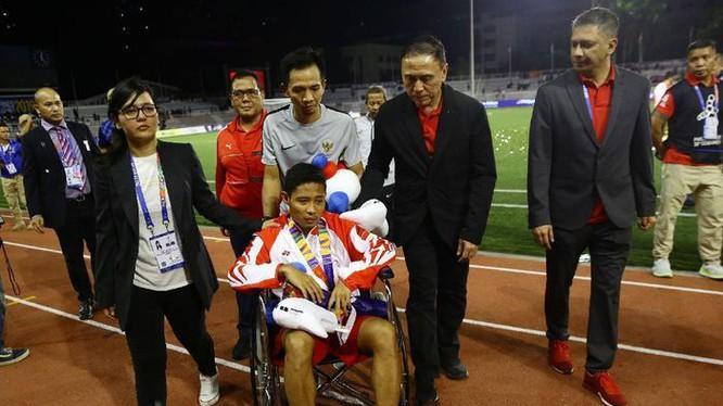 Bản tin thể thao hôm nay, Evan Dimas dính chấn thương và phải rời sân sau pha phạm lỗi của Đoàn Văn Hậu.