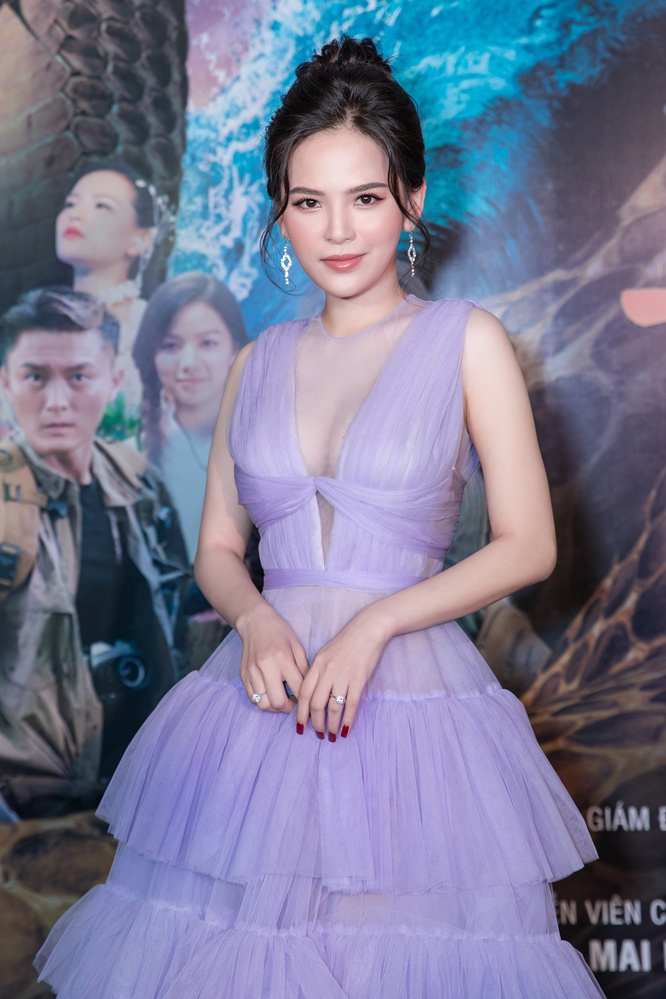 Bí mật đảo Linh Xà: Dàn diễn viên Việt Nam và quốc tế cùng đọ sắc thêm thảm đỏ ảnh 12