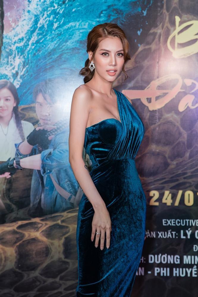 Bí mật đảo Linh Xà: Dàn diễn viên Việt Nam và quốc tế cùng đọ sắc thêm thảm đỏ ảnh 13