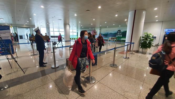 Du khách tại sân bay Nội Bài. Ảnh: Bộ Y tế