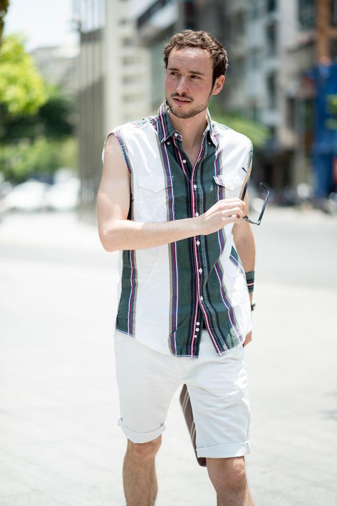 Fahsion blogger người Pháp Matthieu Pallares bảnh bao với áo sơ mi, quần lửng và giầy da.Màu sắc rực rỡ lên ngôi vào ngày thứ 4 của sự kiện The Best Street Style.