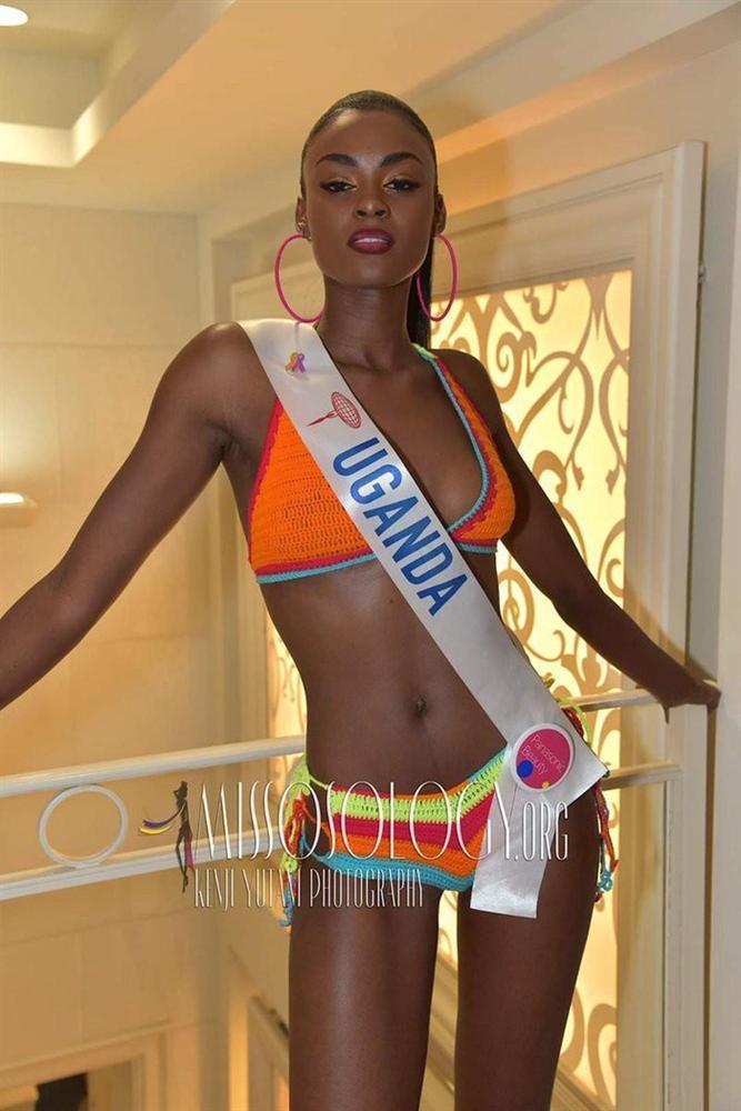 Hoa hậu Uganda – Evelyn Namatovu là người đẹp thắng giải Best Swimsuit tại Miss International 2019. Cô nàng về đích với vị trí Á hậu 2 Hoa hậu Quốc tế 2019 và giành được cảm tình của nhiều người hâm mộ vì vẻ đẹp tự nhiên và quyến rũ.
