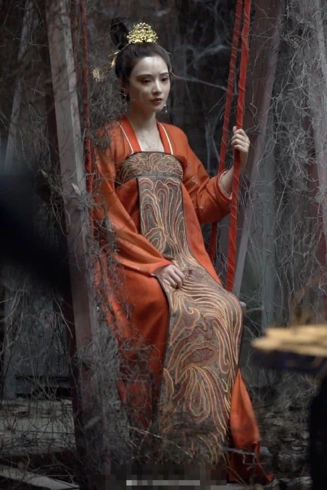 Gà cưng của Phạm Băng Băng  Bành Tiểu Nhiễm xinh đẹp trong tạo hình Dương Quý Phi ảnh 2