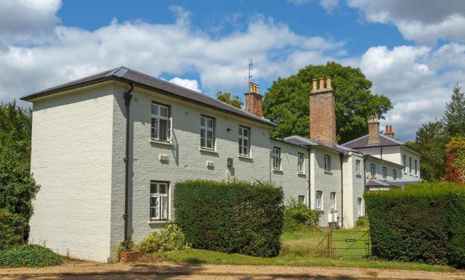 Khoản tiền cải tạo ngôi nhà mới của vợ chồng Hoàng tử Harry tốn 3 triệu USD tiền ngân sách.