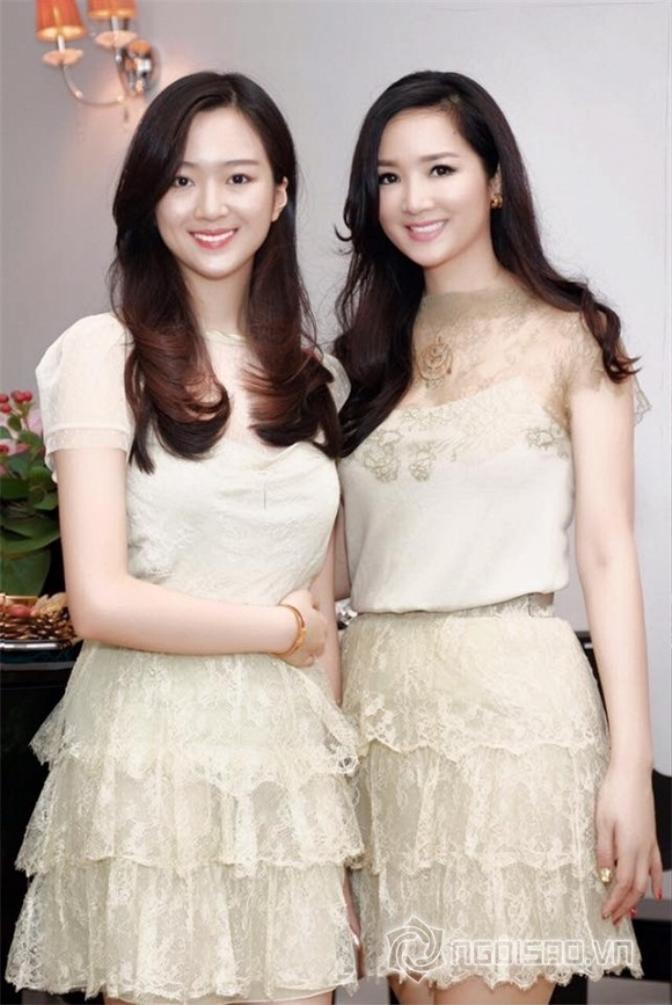 Nổi tiếng với nhan sắc xinh đẹp không tuổi, nên dù đã gần 50 tuổi nhưng Hoa hậu Đền Hùng Giáng My vẫn trông không khác gì chị gái của Anh Sa khi hai mẹ con đứng cạnh nhau.