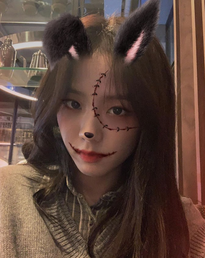 Jisoo khoe ảnh ăn chơi đêm Halloween ảnh 5