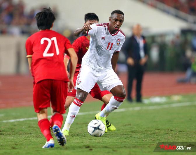 Những phút đầu tiên, UAE là đội thi đấu lấn lướt hơn nhưng sau đó Quang Hải và các đồng đội đã lấy lại thế trận.
