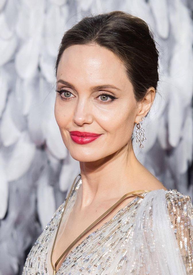 Sau khi đổ vỡ hôn nhân với nam tài tử Brad Pitt, Angelina Jolie giờ đây đãlấy lại được phong độ nhan sắc và thần thái đỉnh cao.