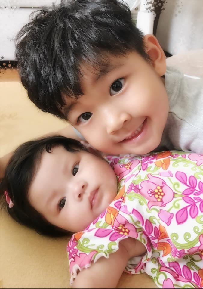 Hình ảnh bé Kids chăm con gái Hải Băng nhận được sự quan tâm của cộng đồng mạng.