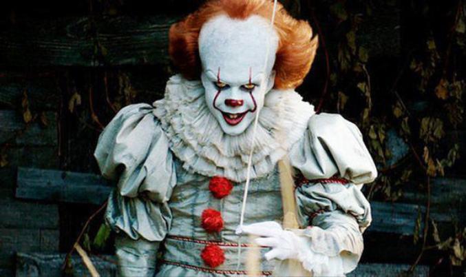 Gã hề ma quái được xây dựng với hình ảnh gương mặt trắng như vôi, đôi môi đỏ cùng ánh mắt nham hiểm