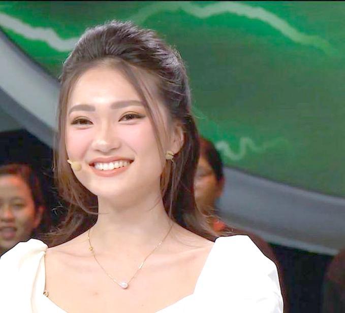 Tham gia chương trình kiến thức cùng bạn gái Quang Hải, bạn gái Văn Đức cũng nhận nhiều chê bai vì thiếu kiến thức trên truyền hình.Tương tự như Nhật Lê, Ngọc Nữ cũng trả lời sai gần hết các câu hỏi của chương trình, chỉ đúng được vài câu.