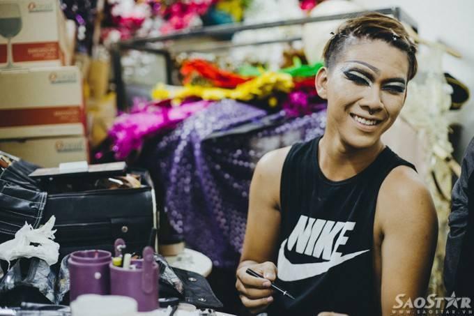 Nghệ sĩ drag queen và những nỗi niềm sau ánh đèn sân khấu ảnh 5