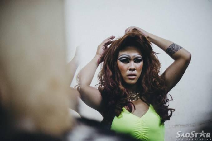 Nghệ sĩ drag queen và những nỗi niềm sau ánh đèn sân khấu ảnh 19