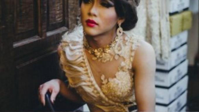 Một bạn drag queen khác, đồng nghiệp của Lâm hóa trang theo phong cách của Thái Lan.