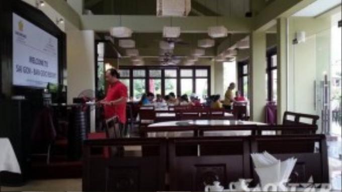 Sài Gòn - Bản Giốc resort là một địa điểm ăn uống, lưu trú hiếm hoi có thể tìm thấy tại khu du lịch thác Bản Giốc. Mặc dù là resort nhưng giá cả các món ăn và thức uống tại đây tương đối dễ chịu. Chỉ với 100.000 - 150.000 đồng là bạn đã có một bữa ăn no căng bụng tại đây.
