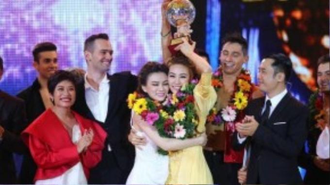 Ngân Khánh và Thu Thủy đăng quang ngôi quán quân Bước nhảy hoàn vũ 2014.