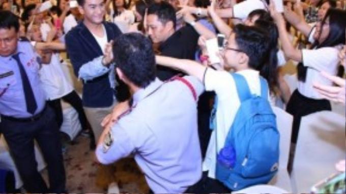 Chiều ngày 13/9 tại khách sạn Rex TP HCM, Mã Quốc Minh và Sầm Lệ Hương đã có buổi gặp gỡ giao lưu cùng người hâm mộ Việt Nam.