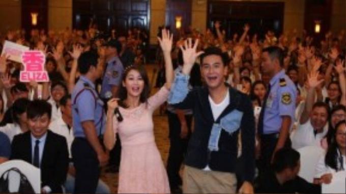 Ngoài việc cùng fans tham gia những trò chơi liên quan đến các bộ phim được yêu thích, hai ngôi sao TVB còn khiến người hâm mộ sung sướng và cười òa khi bặp bẹ nói bằng tiếng Việt một số từ đơn giản.