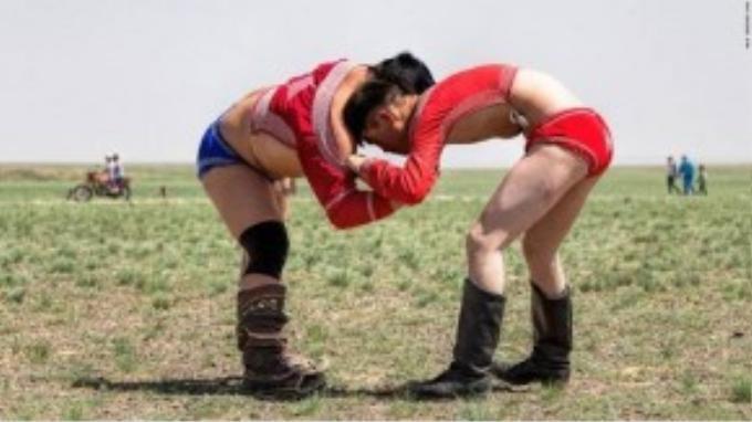 Không chia thể thức theo cân nặng như các giải đấu vật khác, những trận đấu được đánh giá dựa trên chiến lược. Mọi người thường xem một đối thủ nhẹ cân hơn thử vận may của mình chống lại một đối thủ rắn chắc.
