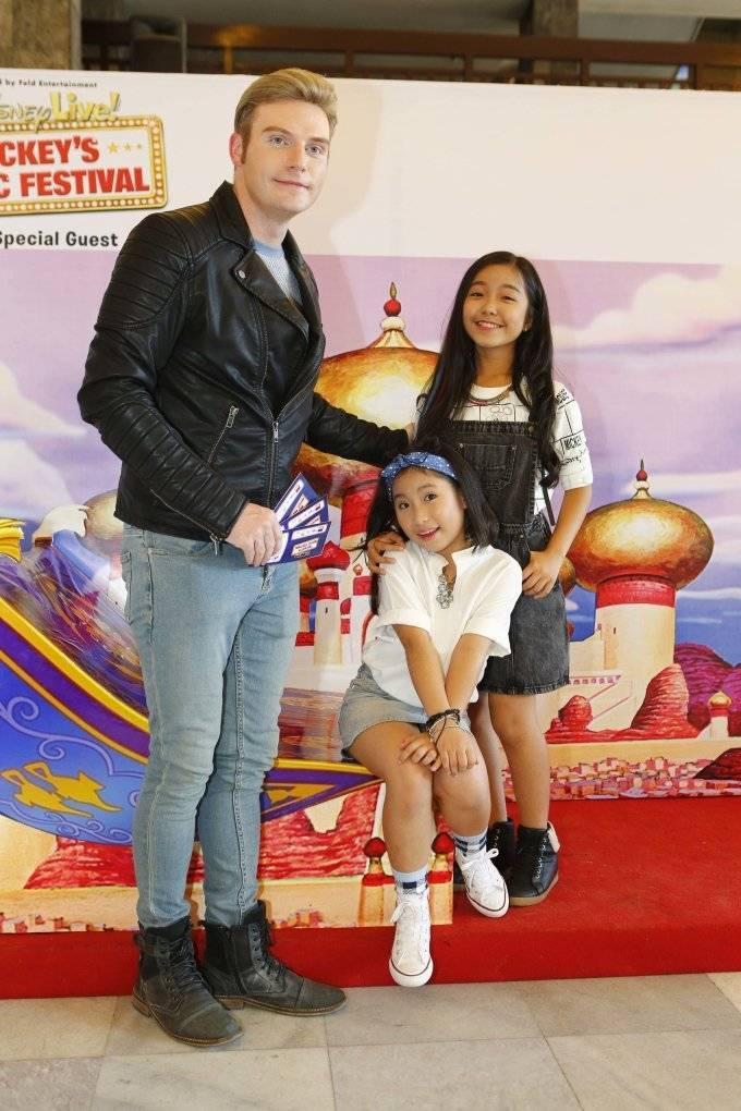 Vắng Trương Ngọc Ánh, Trần Bảo Sơn một mình đưa con đi xem show ca nhạc ảnh 10