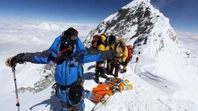 Dùmua tour hay đi tự túc thì bản thân mỗi người leo núiđều cần chuẩn bị kỹ lưỡng về tâm lý và thể lực, trang bị đầy đủ thiết bị bảo hộ cũng như những kiến thức về leo núi mạo hiểm, kỹ năng sống sót.
