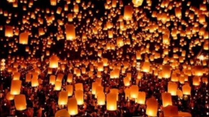 Một không gian tràn ngập đèn và người sẽ khiến bạn không bao giờ quên.
