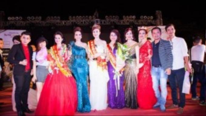 Sau gần 20 ngày tranh tài, cuộc thi Hoa khôi Doanh nhân đã vừa diễn ra đêm chung kết tại quảng trường Nguyễn Tất Thành, Phan Thiết.