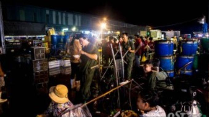 Ngoài lực lượng công nhân làm thuê tại các vựa thủy hải sản thì tại khu chợ đầu mối Bình Điền có hàng ngàn người làm nghề bốc vác, kéo xe thuộc các hợp tác xã.