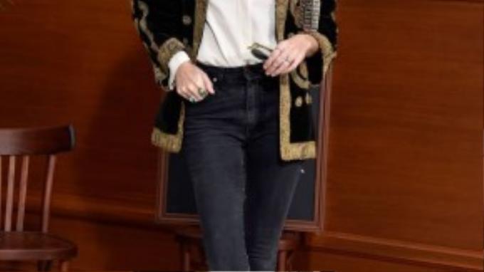 Theo người mẫu Lou Doillon, phụ nữ Pháp mang trong mình cái tôi rất lớn. Họ biết bản thân cần mặc gì và không nên mặc gì. Sexy nhưng họ cũng biết đâu là điểm dừng.