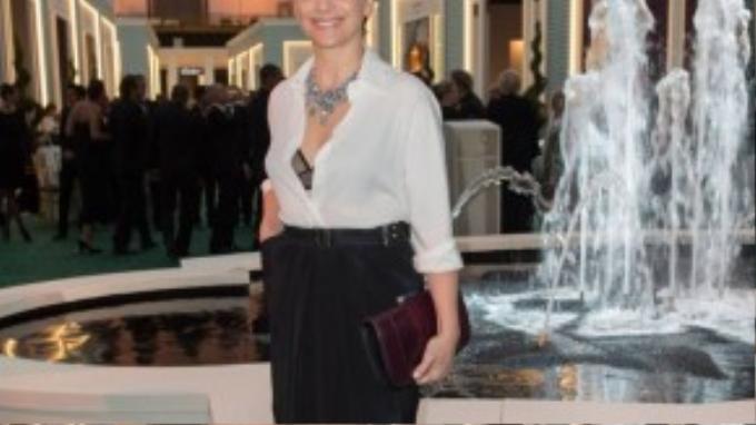 Với diễn viên Juliette Binoche, thời trang Pháp là một sự sáng tạo tuyệt vời. Phụ nữ Pháp cũng không mặc layer quá nhiều.