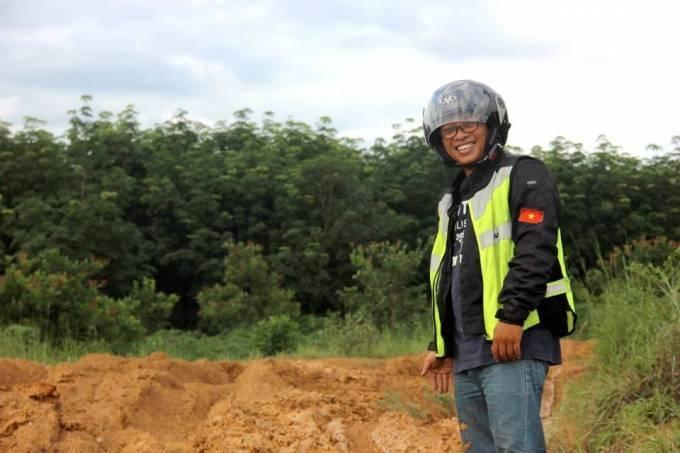 Dùng xe máy, chàng 8x vận chuyển bưu phẩm xuyên Việt ảnh 2