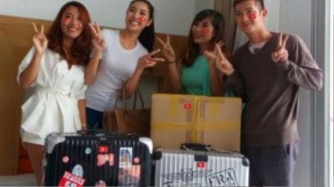 """Thúy Vân được bạn bè cổ vũ khi bắt đầu lên đường """"chinh chiến"""" tại Hoa hậu Quốc tế 2015."""