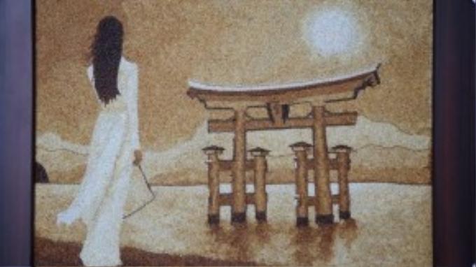 Vật phẩm Thúy Vân mang theo được ban giám khảo đánh giá cao và chọn góp mặt trong buổi đấu giá từ thiện. Bức tranh do cô lên ý tưởng lấy hình ảnh của chính mình - một cô gái Việt giữ nét truyền thống nhưng vẫn hội nhập với thế giới và tiếp nhận văn hoá nhân loại qua hình ảnh bản thân mặc áo dài nhìn ra hướng đền Itsukushima nổi tiếng của Nhật.