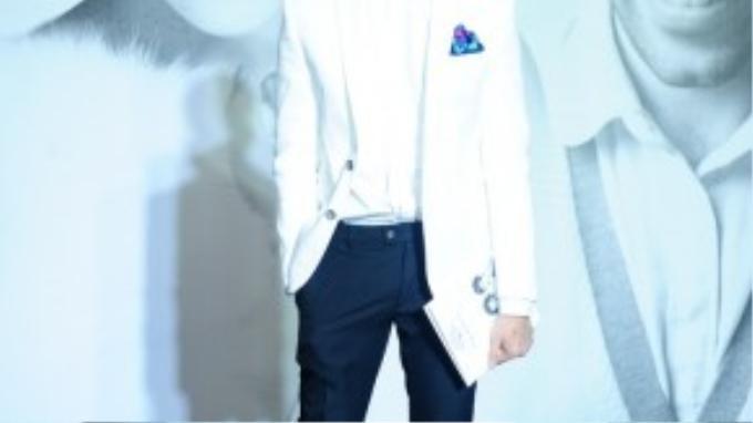 Lương Mạnh Hải điển trai với vest trắng thanh lịch.