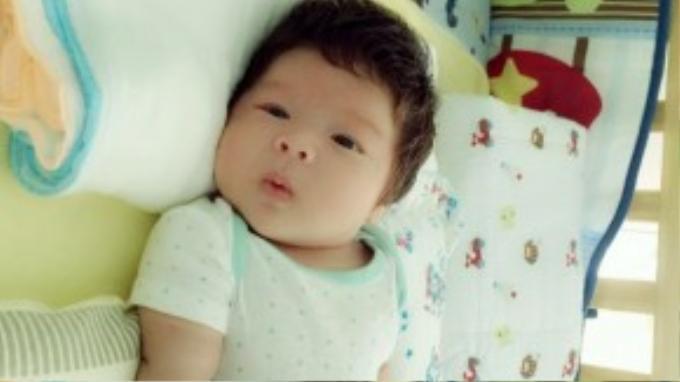 Ku Tiin đã gần 2 tháng tuổi tình trạng sức khỏe khá tốt, bé ăn uống khỏe mạnh và ít khóc nhè.