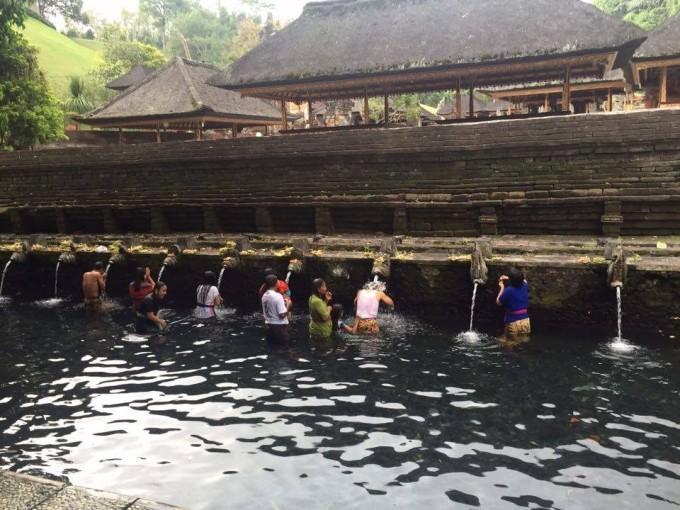 Thầy giáo 9x điển trai bật mí cách trả giá khi đến Bali ảnh 9