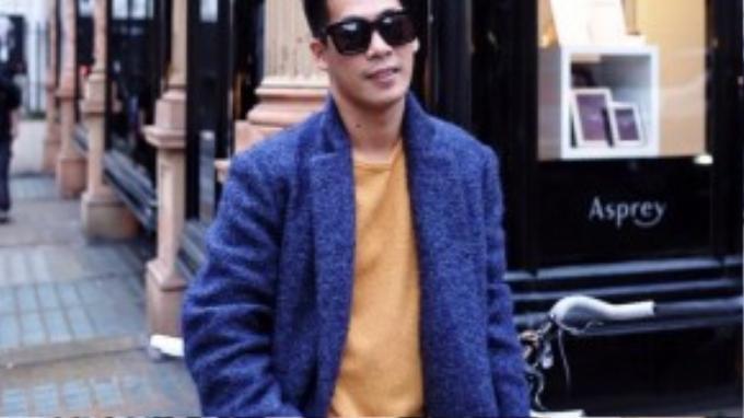 Xanh deep blue, baby blue cùng vàng sậm tách biệt trên những món đồ đơn giản. Chỉ với áo choàng, quần khaki, áo len mỏng nhưng cũng dư sức gây ấn tượng cho người nhìn bởi hiệu ứng mà màu sắc mang lại.