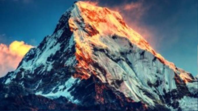 Lãnh thổ Trung Quốc và Nepal được phân định bằng đường biên giới chạy ngay qua đỉnh Everest.
