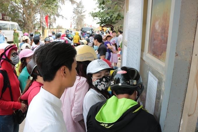Riêng tại bến Đình Vũ, 5 phà (3 phà to, mỗi phà có sức chứa 18 ôtô; 2 phà nhỏ, mỗi phà vận chuyển khoảng 70 hành khách) chạy hết công suất nhưng do lượng khách quá đông, cảnh ùn tắc đã kéo dài từ sáng đến chiều.