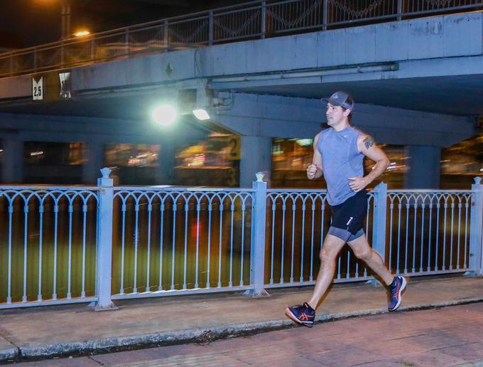 Thủ tướng Canada chạy bộ ở TP HCM. Ảnh: Thành Nguyễn/VnExpress