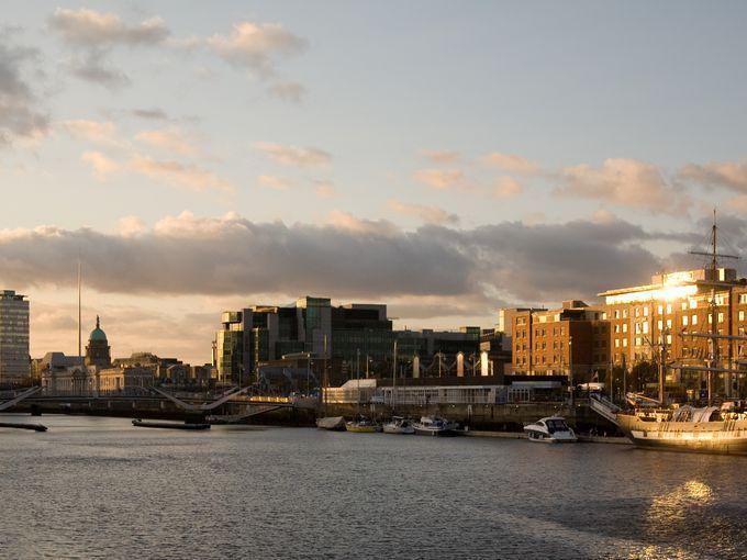 Dòng sông Liffey êm đềm chảy qua thủ đô Dublin.