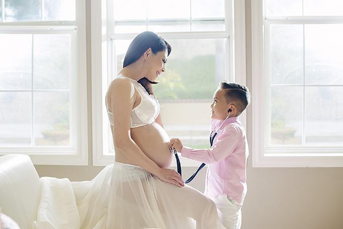 Ngày 1/6, Thanh Thảo làm tiệc baby shower để chuẩn bị chào đón công chúa nhỏ. Tiệc sẽ có nhiều bạn bè, đồng nghiệp thân thiết của cô tham dự.