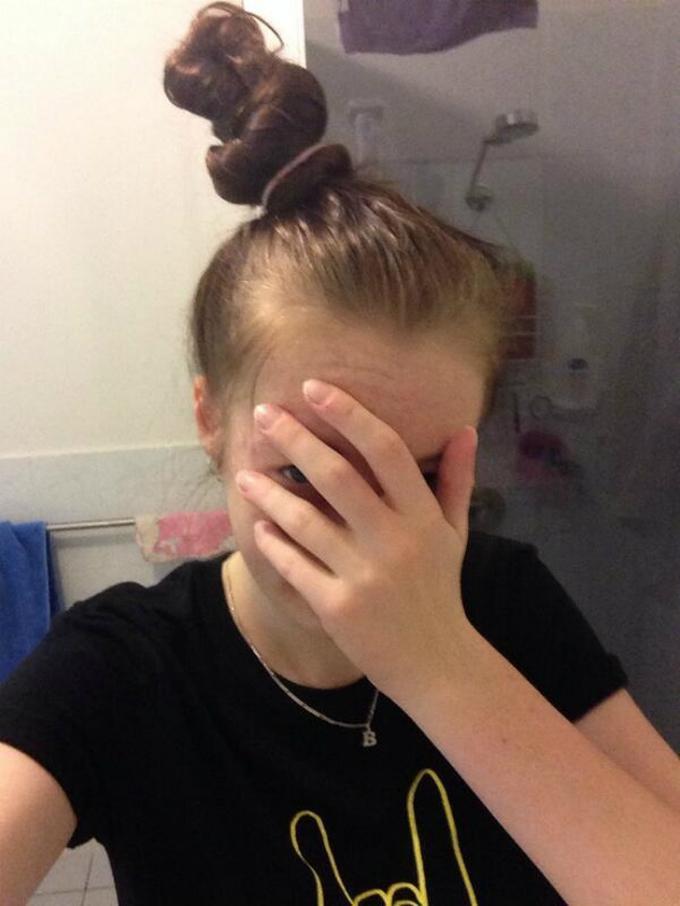 Người ta búi tóc để giấu đầu bẩn chưa kịp gội trông cũng xinh còn mình thì..