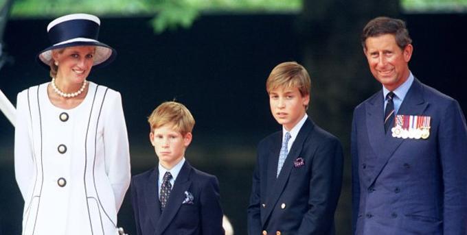 Hoàng tử xứ Wales, Vương phi xứ Wales và hai con trai William, Harry tham dự lễ kỷ niệm lần thứ 50 ngày VJ tại London, 19/8/1995. Ảnh: UK Press.