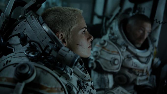 Cuối tuần xem gì ở rạp: Cặp đôi xe ôm Thái Lan chiến với Kristen Stewart cùng 'Underwater' ảnh 1