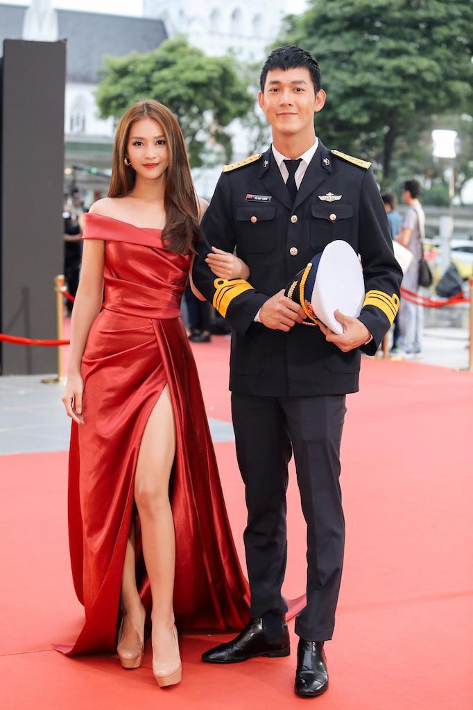 Song Luân - Khả Ngân xuất hiện trên thảm đỏ trao giảiGiải thưởng Hàn Lâm Sáng tạo Châu Á.